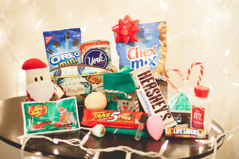 Hat, Christmas, Fictional character, Peach, Costume hat, Present, Santa claus,