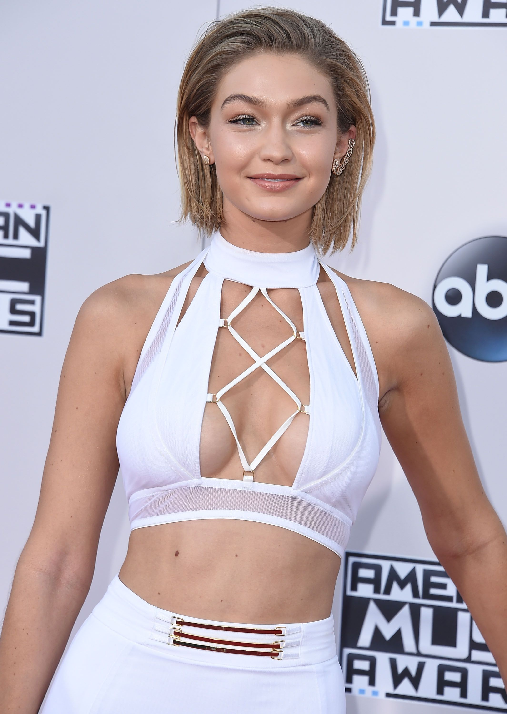 Confirmed Gigi Hadid S Short Amas Bob Is Not Real