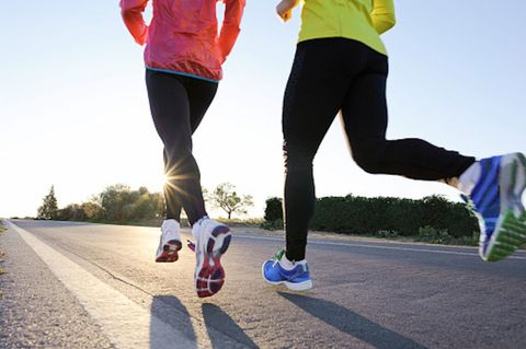 Footwear, Trousers, Human leg, Sportswear, Textile, Active pants, Athletic shoe, yoga pant, sweatpant, Shorts,