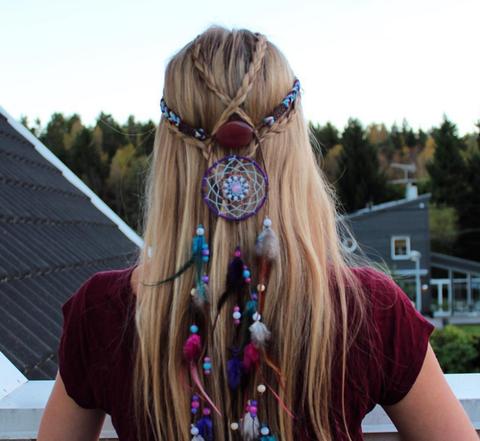 Hair, Hairstyle, Hair accessory, Style, Long hair, Purple, Beauty, Violet, Brown hair, Hair tie,