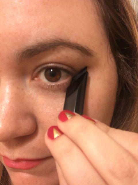 Finger, Lip, Cheek, Brown, Skin, Forehead, Eyebrow, Eyelash, Nail, Iris,