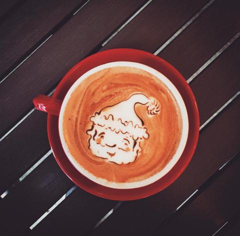 Cup, Serveware, Drinkware, Coffee cup, Single-origin coffee, Espresso, Caffè macchiato, Flat white, Coffee, Drink,