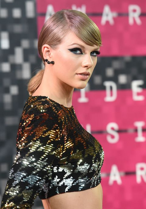 Ear, Lip, Hairstyle, Eyelash, Style, Beauty, Fashion model, Fashion, Earrings, Blond,