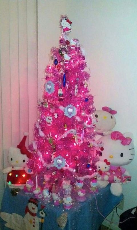 A Teacher Was Forced to Remove This Pink Hello Kitty Christmas Tree ...