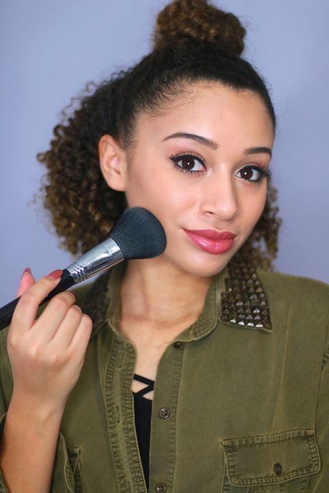 Audio equipment, Microphone, Lip, Cheek, Hairstyle, Chin, Forehead, Eyebrow, Electronic device, Eyelash,