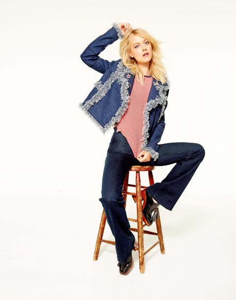 Leg, Sleeve, Denim, Trousers, Jeans, Textile, Joint, Boot, Sitting, Knee,