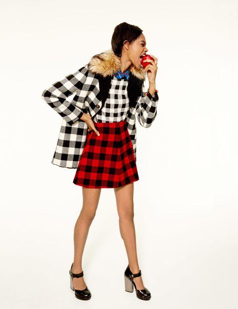 Plaid, Tartan, Sleeve, Collar, Textile, Pattern, Style, Fashion accessory, Waist, Knee,
