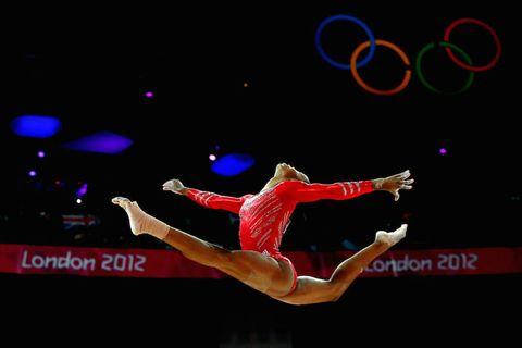 Human leg, Knee, Thigh, Dancer, Calf, Concert dance, Acrobatics, Individual sports, Ankle, Athletic dance move,