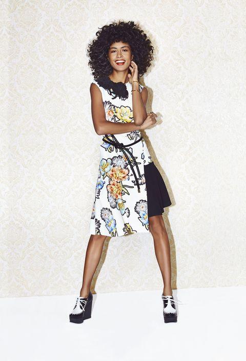 Clothing, Jheri curl, Shoulder, Human leg, Dress, Joint, Afro, Standing, Ringlet, Style,