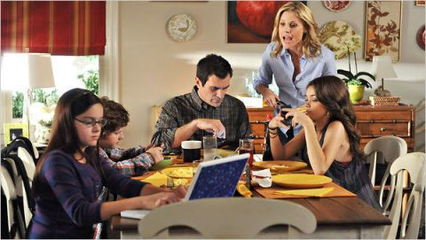 Face, Arm, Lighting, Furniture, Interior design, Table, Sharing, Chair, Interior design, Laptop,