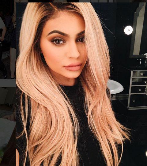 Lip, Hairstyle, Chin, Eyebrow, Eyelash, Style, Beauty, Long hair, Step cutting, Eye liner,