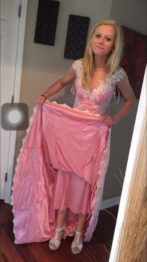 This Girl Ordered a $223 Prom Dress Online, Received \