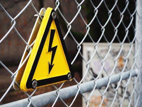 Yellow, Wire fencing, Mesh, Iron, Chain-link fencing, Metal, Sign, Signage, Triangle, Composite material,