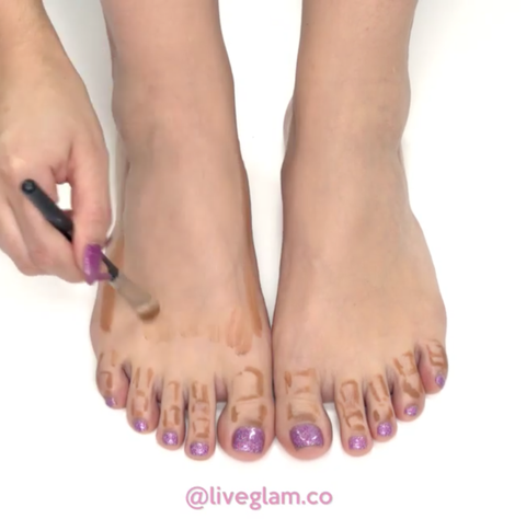 Toe, Finger, Brown, Skin, Joint, Human leg, Nail, Purple, Pink, Lavender,