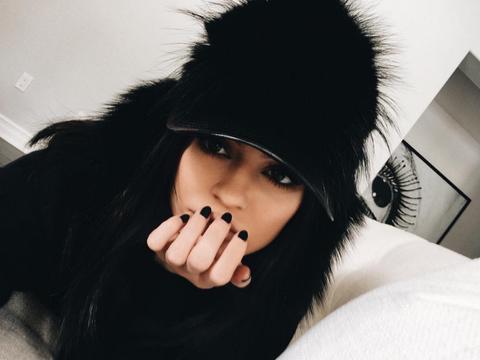 Lip, Finger, Hairstyle, Eyelash, Black hair, Wrist, Costume accessory, Fashion, Nail, Black,