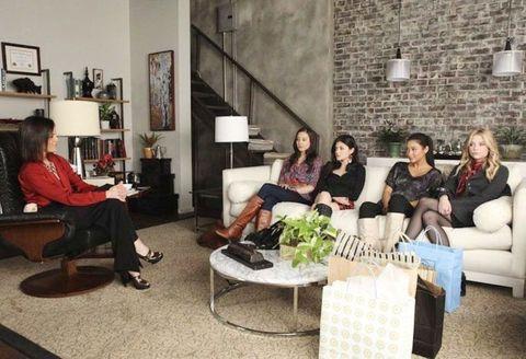 Pokój, Meble, Salon, Aranżacja wnętrz, Kanapa, Stół, Dom, Stolik kawowy, Siedzenie, Komfort,