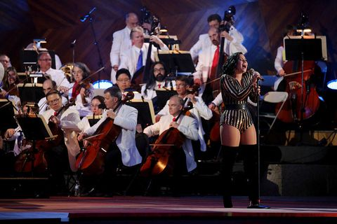 String instrument, Entertainment, String instrument, Performing arts, Musician, Musical instrument, Event, Violin family, Stage equipment, Music,