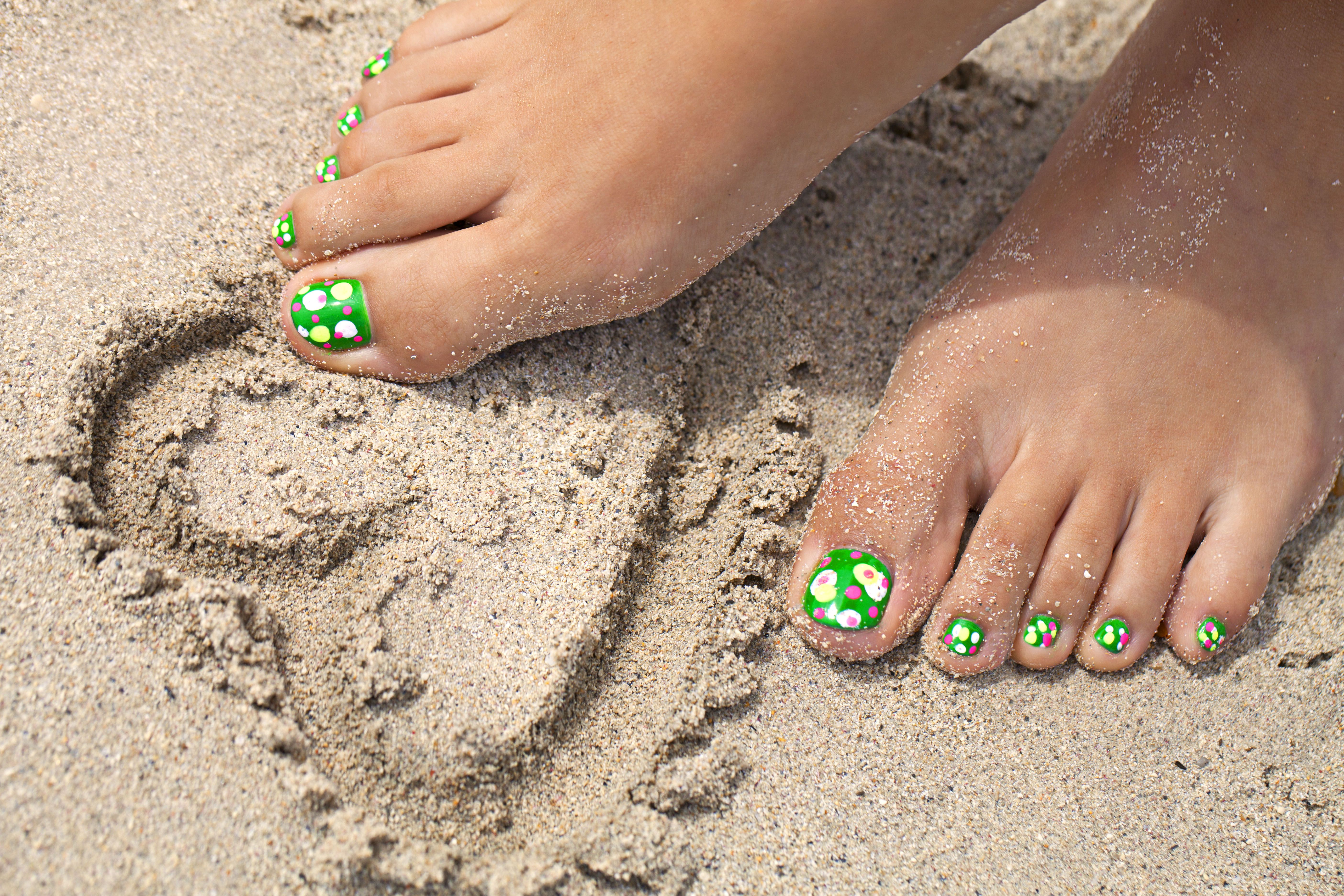 7 Ways To Fight Fugly Feet This Summer