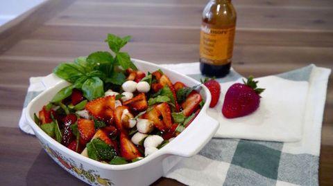 Dish, Food, Cuisine, Salad, Ingredient, Spinach salad, Vegetable, Fruit salad, Produce, Caprese salad,