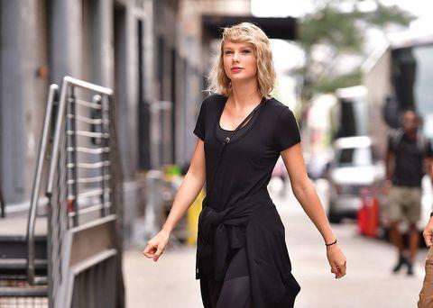 Sleeve, Human body, Shoulder, Hand, Style, Dress, Waist, Street fashion, Fashion model, Fashion,