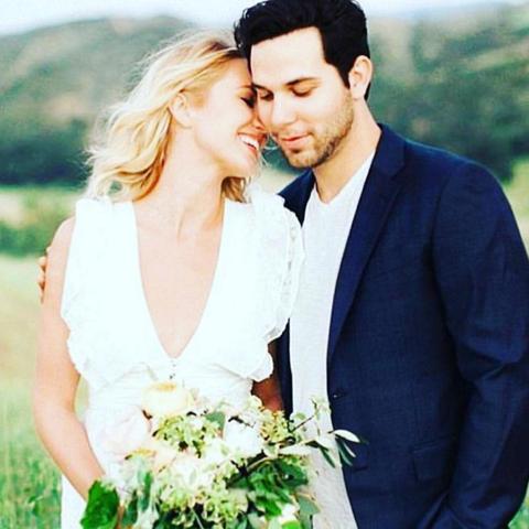 Anna Camp Wedding.Anna Camp Skylar Astin Get Married Pitch Perfect Cast Wedding