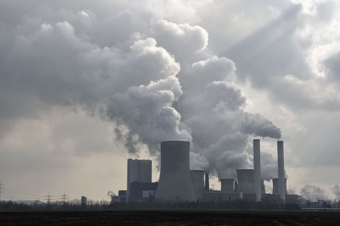 Sky, Nuclear power plant, Cloud, Atmosphere, Cooling tower, Pollution, Technology, Power station, Industry, Electronic device,