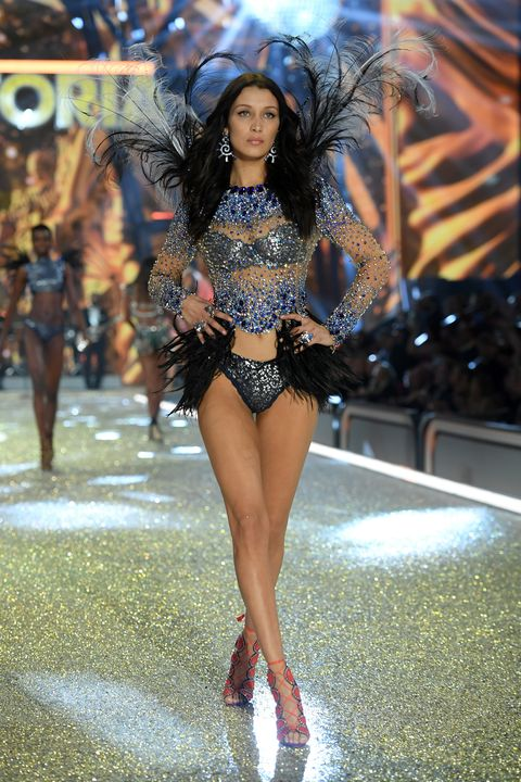 Human leg, Thigh, Fashion show, Fashion model, Fashion, Waist, Model, Runway, Headpiece, Calf,