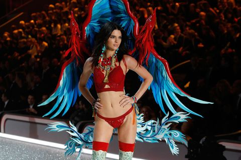 Event, Human leg, Performing arts, Costume design, Dancer, Abdomen, Costume, Headgear, Costume accessory, Fashion model,