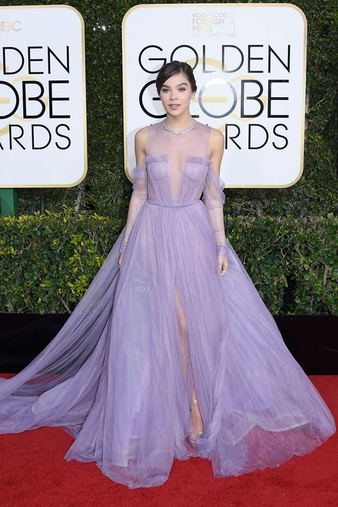 Red carpet, Dress, Clothing, Carpet, Fashion, Gown, Haute couture, Lavender, Flooring, Shoulder,