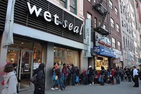 Building, Street, Pedestrian, Town, Shopping, City, Urban area, Marketplace, Neighbourhood, Crowd,