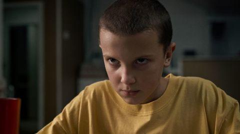 Face, Ear, Cheek, Hairstyle, Chin, Forehead, Shoulder, Eyebrow, T-shirt, Eyelash,