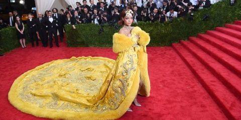 Yellow, Flooring, Tradition, Red carpet, Carpet, Event, Dress, Ceremony, Cuisine,