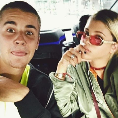 Justin Beiber and Sofia Richie cuddling on Instagram
