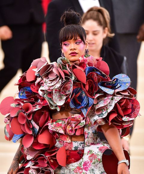 Red, Fashion, Tradition, Kimono, Flower, Costume, Fashion design, Plant, Street fashion, Performance,