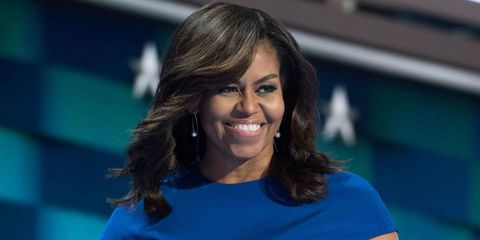 Hair, Hairstyle, Chin, Smile, Television presenter, Long hair, Black hair, Brown hair,