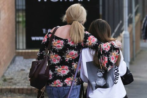 Street fashion, Shoulder, Clothing, Pink, Fashion, Beauty, Jeans, Hairstyle, Blond, Snapshot,