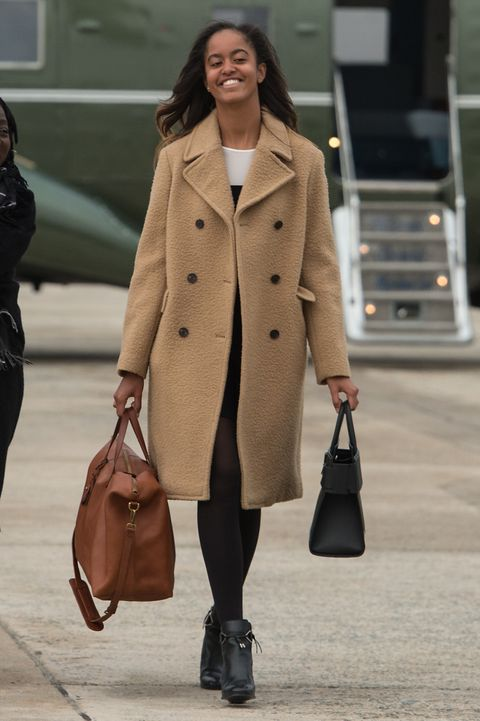 Coat, Clothing, Trench coat, Street fashion, Fashion, Outerwear, Overcoat, Snapshot, Standing, Beige,