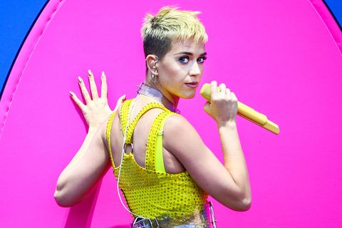 Performance, Pink, Yellow, Fun, Performing arts, Magenta, Talent show, Singer, Event, Finger,