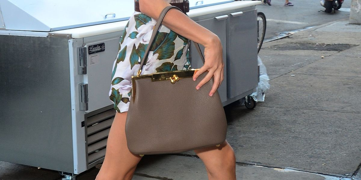 9f6b32073b9f Taylor Swift Carrying Empty Bags - Taylor Swift Purses