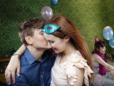 SEV-Couple-Kissing