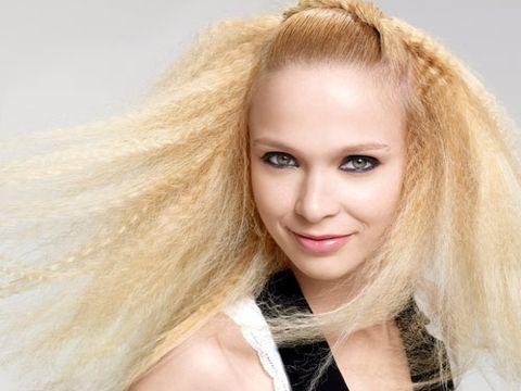 Lip, Brown, Hairstyle, Skin, Chin, Eyebrow, Eyelash, Facial expression, Beauty, Organ,