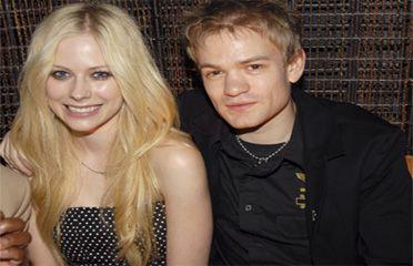 Avril lavigne dating a girl