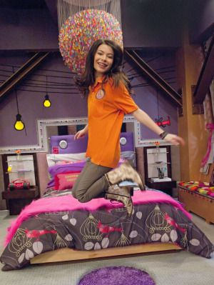 icarly bedroom. miranda cosgrove in icarly Never Before Seen Photo of iCarly s Bedroom