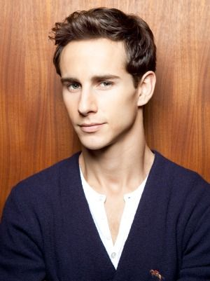 Kelly Blatz actor