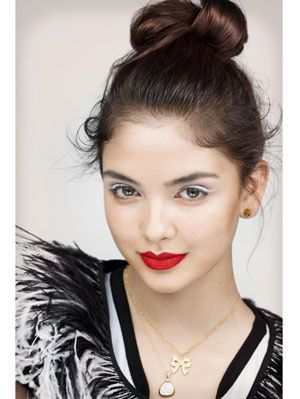 how to keep lipstick stay on longer