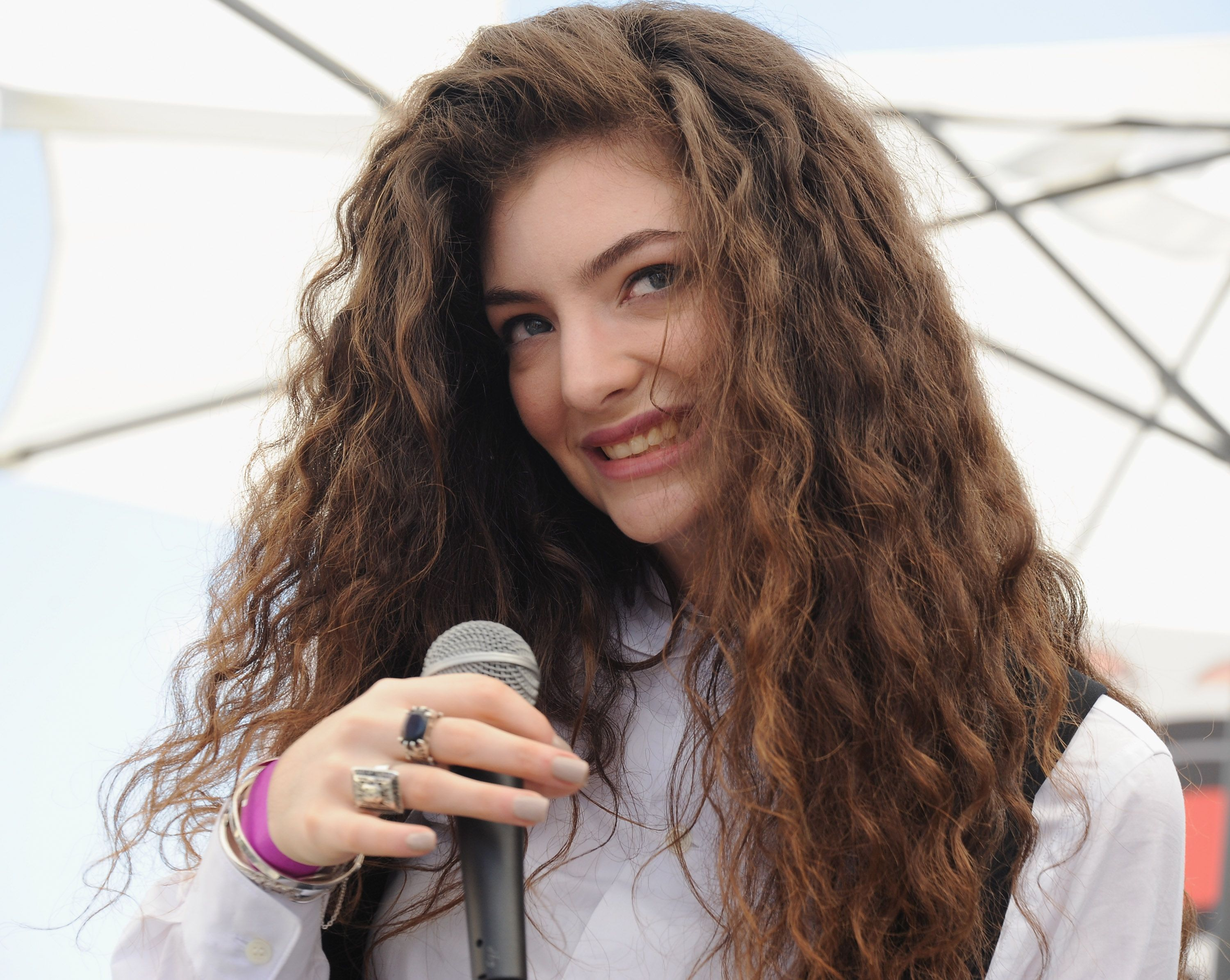 10 problems only girls with thick hair understand thick hair problems