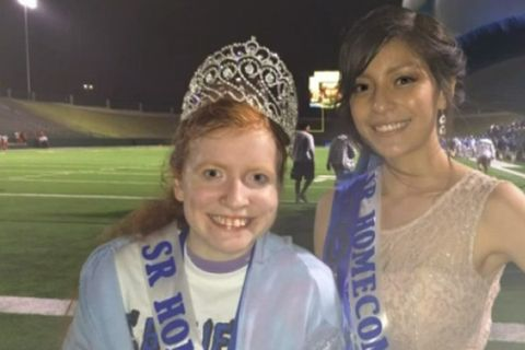 Enjoyable Homecoming Queen Gives Crown To Bullied Friend Download Free Architecture Designs Grimeyleaguecom