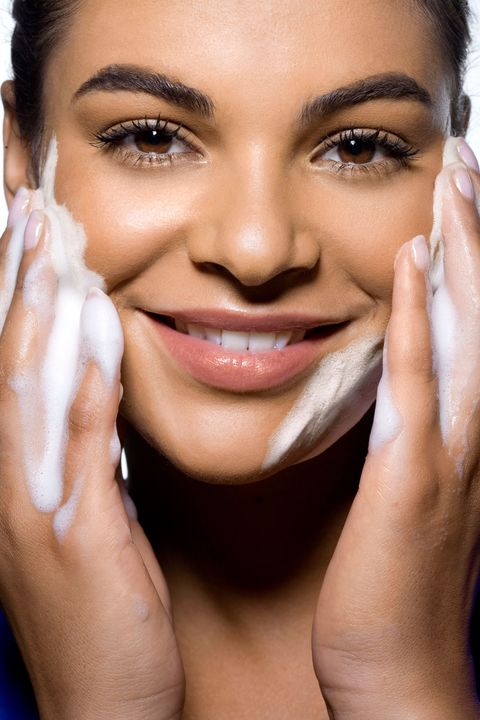 10 Skincare Mistakes That Are Making Your Acne Worse