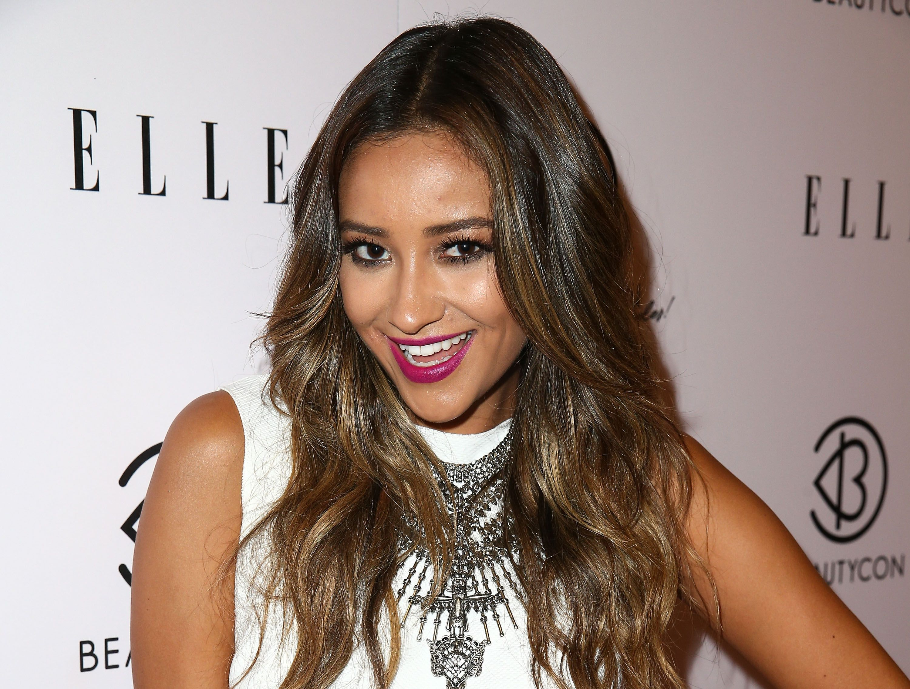 Discussion on this topic: The 14 Best Shay Mitchell Beauty Moments , the-14-best-shay-mitchell-beauty-moments/