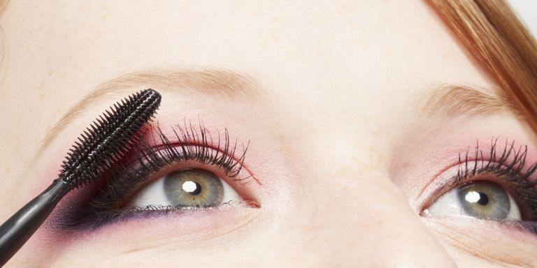 6d5a328cf92 8 Mistakes You Make Putting On Mascara - How To Apply Mascara